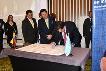 Superintendente Orlando A. Clavijo Clavijo y Gremios del sector firman pacto por la integridad